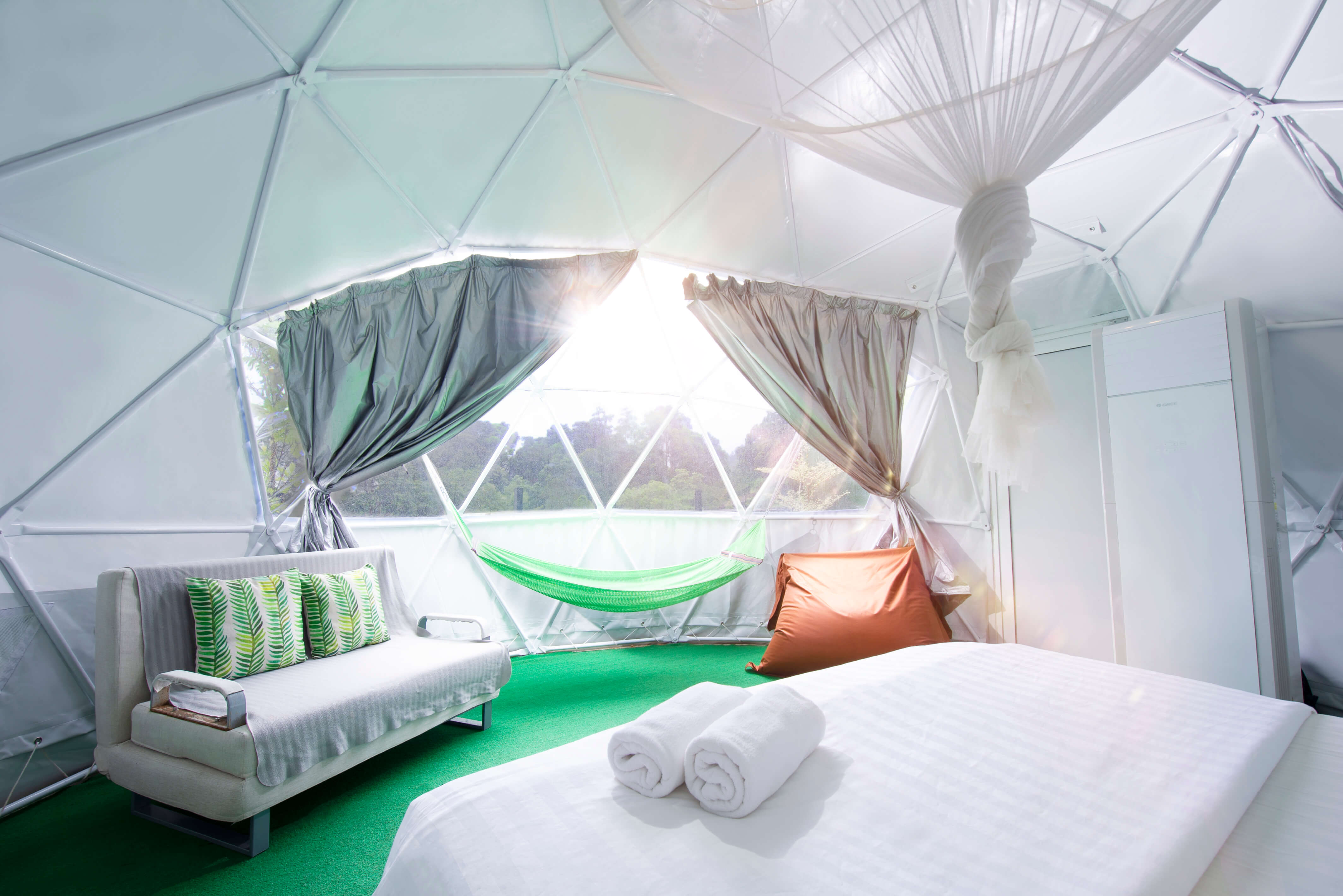 Dome Room (Big Window)